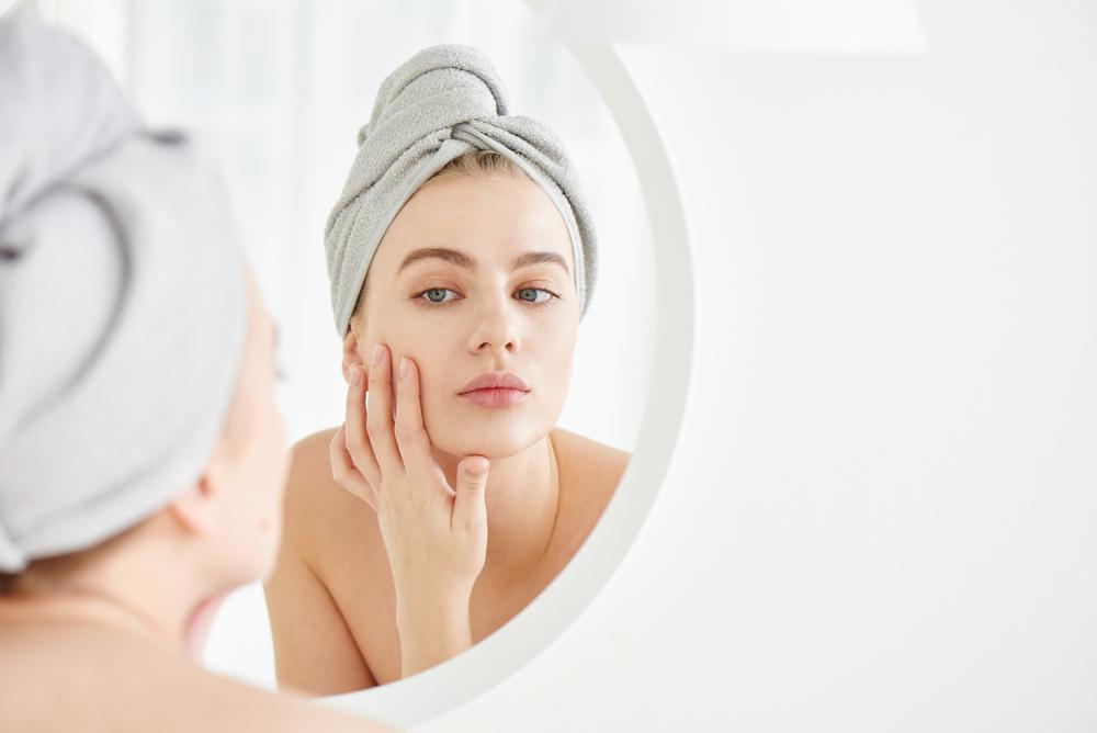 Collagen suy giảm khiến da xuất hiện nhiều dấu hiệu lão hóa: nếp nhăn, sạm nám, lỗ chân lông to...